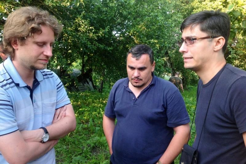 Дискуссия в кулуарах: Владимир Ищенко, Рустам Садыков, Сергей Соловьев