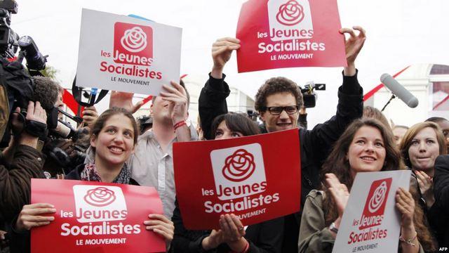 Члены французского Движения молодых социалистов на предвыборном митинге в Париже.  Фото: AFP