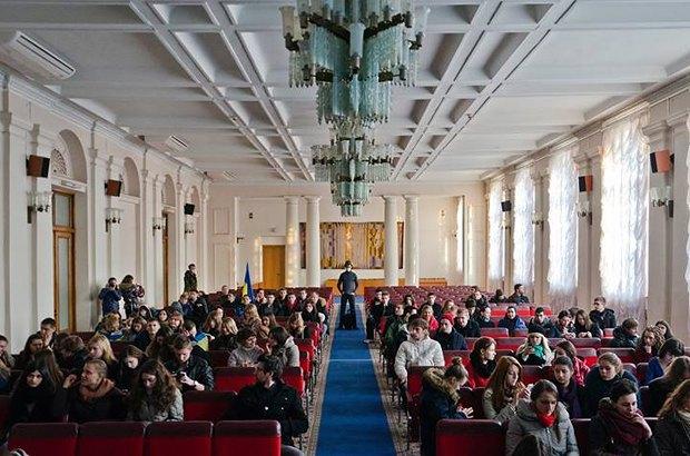 Несколько сотен студентов захватили здание Министерства образования и науки Украины. Фото: facebook.com / sasha.burlaka.75