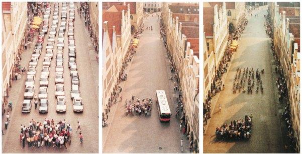 Объём уличного пространства, занимаемого одним и тем же количеством пассажиров при использовании автомобилей, автобуса или велосипедов. Плакат в Городском бюро по планированию, г. Мюнстер, август 2001