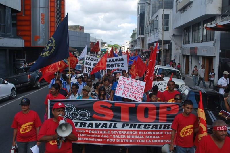 Демонстрация CMCTEU и его национальной конфедерации CTSP против национальной минимальной заработной платы, Маврикий, октябрь 2014 г.