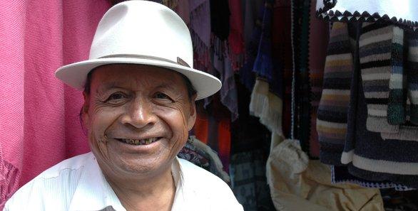 В Эквадоре пенсионам для жизни требуется в два раза меньше денег, чем в США. Те, кому за 65 лет имеют скидки на авиабилеты, проезд в общественном транспорте и даже на культурные мероприятия.