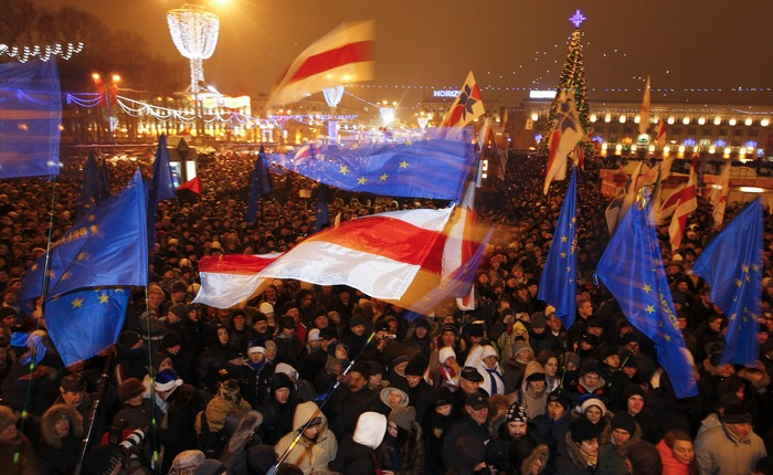 И массово выйти на площадь... Фото: Reuters
