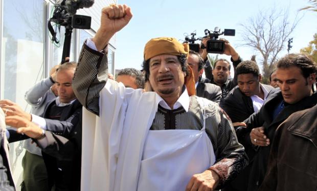 Муаммар КАДДАФИ, вероятно, был бы ещё жив, если бы не предложил гражданам стрнаны бесплатное государственное образование, не ослабил цензуру в прессе и не проявлял снисходительности к дессидентам.