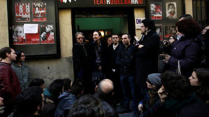Руководство Podemos со своими избирателями в центре Мадрида.