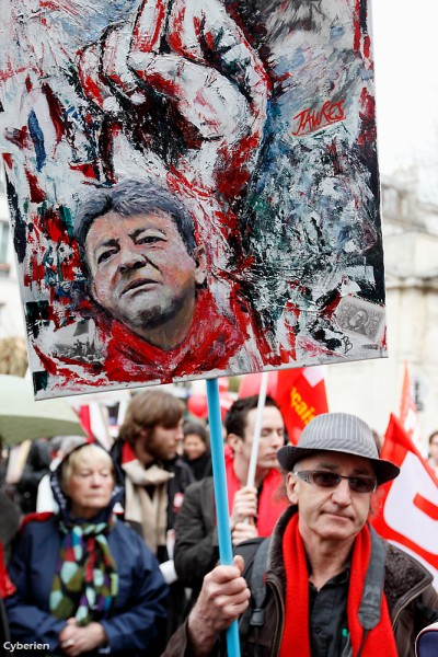 Melenchon_art_at_demo-cyberien_94