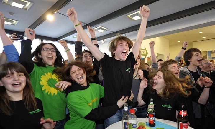 """Молодые """"зелёные"""" Германии празднуют победу на земельных выборах. ФРГ, март 2011."""