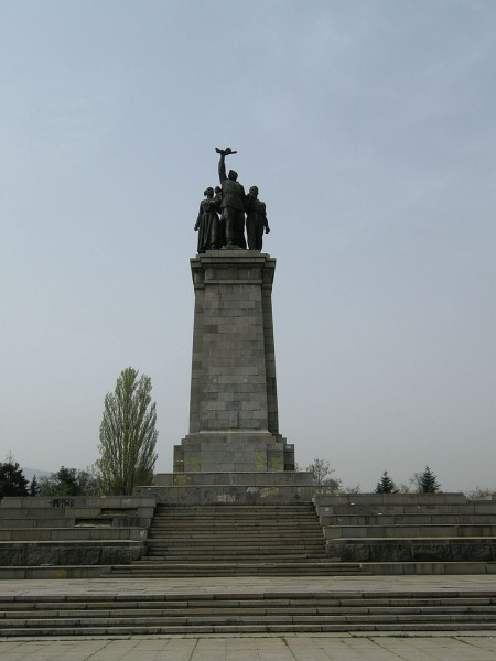 800px-Soviet_army_monument_in_Sofia_(Bulgaria)
