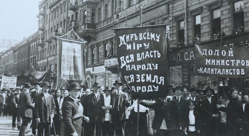 Демонстрация-большевиков-на-Невском-проспекте-в-Петрограде-в-июне-1917-г ск.